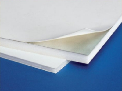 Cartón pluma blanco con aluminio adhesivo
